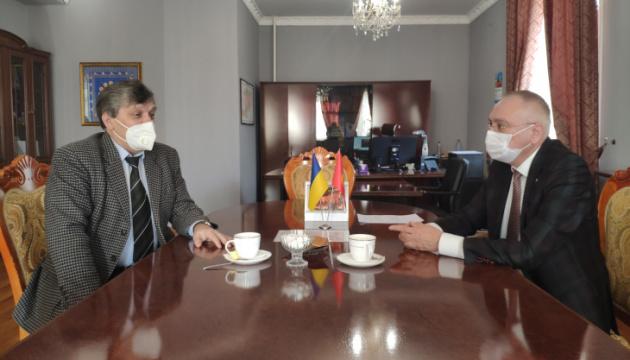 В посольстві в Киргизстані обговорили співпрацю з українським товариством «Берегиня»
