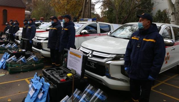 Рятувальники Донеччини отримали спецмашини, квадрокоптери та набори для розмінування