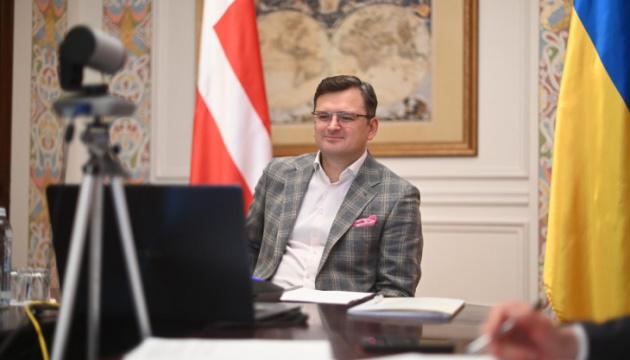 Zeichen wahrer Freundschaft: Kuleba dankt Dänemark für 50 Beatmungsgeräte für die Ukraine