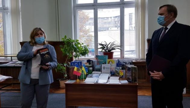 Національна бібліотека Молдови збагатилася українськими книжками