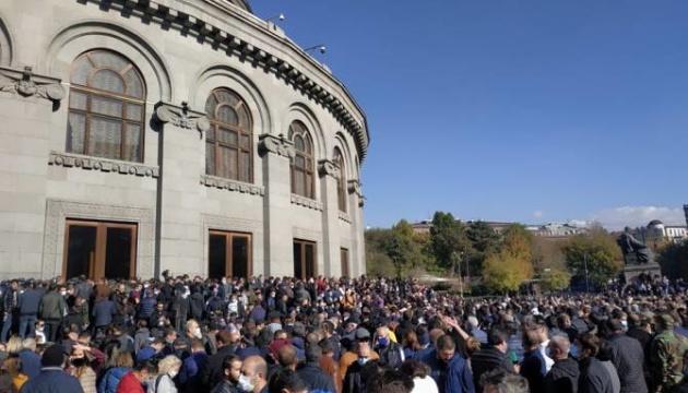 На мітингу опозиції в Єревані - десятки затриманих