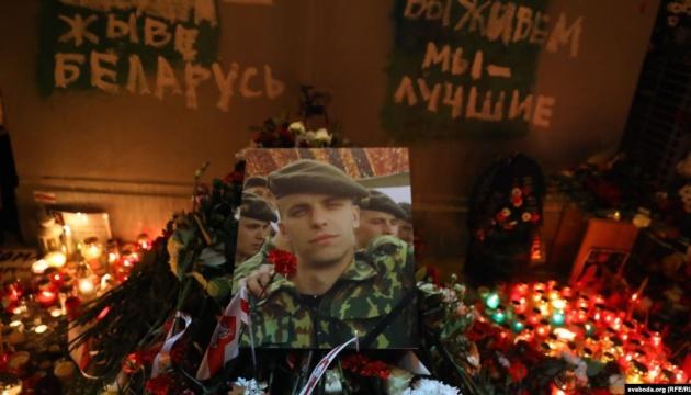 На «Площі Змін» у Мінську проходить масова акція пам'яті вбитого Романа Бондаренка