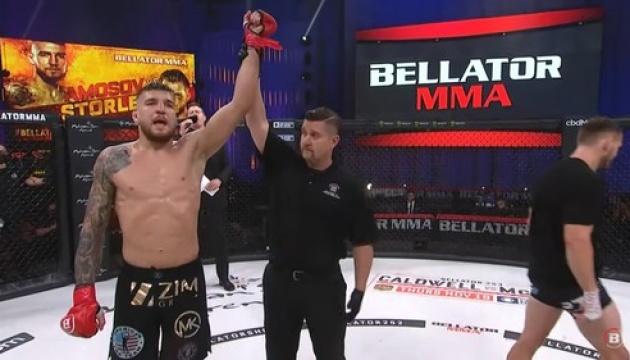 Амосов переміг Сторлі на Bellator 252