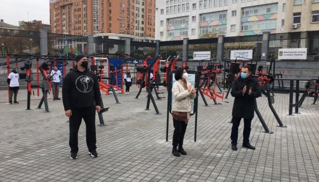 На території НСК «Олімпійський» відкрили вуличні тренажери