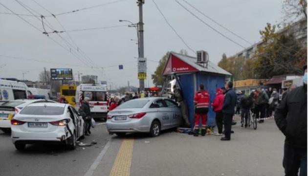 Таксиста, сбившего людей на остановке в Киеве, арестовали на два месяца