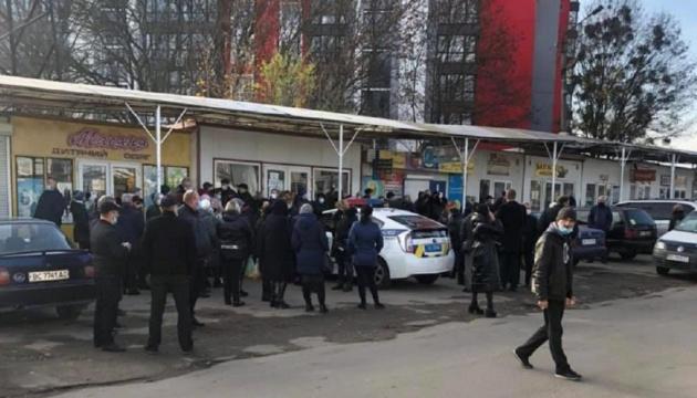 Карантин вихідного дня: поліція заблокувала роботу львівських ринків