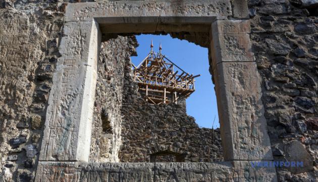 Паркана навколо Невицького замку не має бути – історик