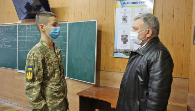 Міністр оборони розпорядився переглянути норми забезпечення формою ліцеїстів