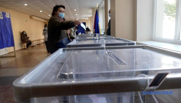 Незаконная агитация и «карусели»: КИУ фиксирует нарушения в Краматорске и Херсоне