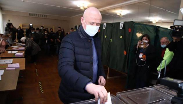 Труханов проголосував на виборах і вкотре заперечив, що має російський паспорт