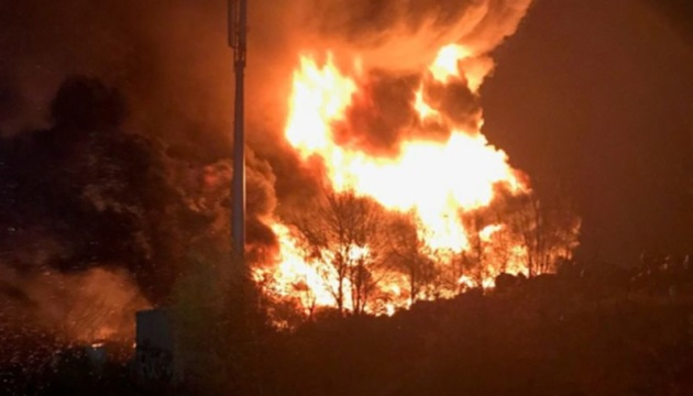 В английском Брэдфорде закрыли школы и отменили поезда из-за пожара