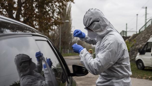 Угорщина скасовує деякі карантинні обмеження для COVID-вакцинованих