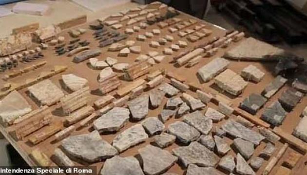 Мраморные лестницы и зуб медведя: в Риме нашли остатки дворца Калигулы