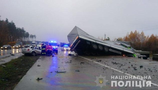 На Житомирщині зіткнулися легковик і вантажівка, троє загиблих