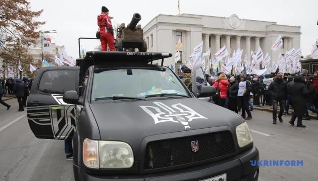 В Киеве митингующие перекрыли движение по улице Грушевского