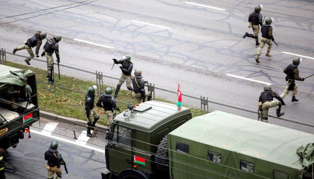 В Беларуси арестовали нескольких журналистов после акции памяти Романа Бондаренко