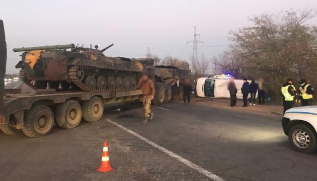 На Одесчине столкнулись военный тягач и микроавтобус