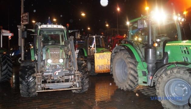 У Гаазі тисяча фермерів на тракторах мітингували проти закону про шкідливі викиди