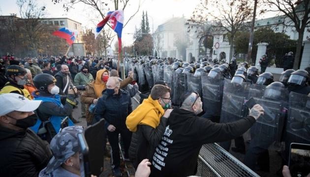 На протесты против карантина в Словакии вышли тысячи людей