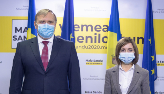 Sandu insta a descongelar las relaciones bilaterales entre Moldavia y Ucrania