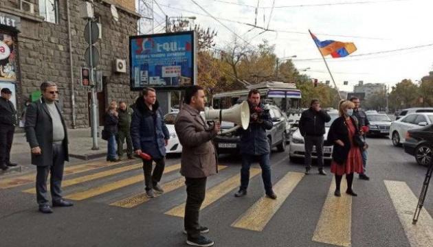 У Єревані - мітинги опозиції, протестувальники перекривають вулиці