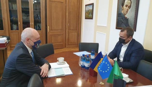 Посол ЕС напомнил в Раде об условиях предоставления Киеву €1,2 миллиарда макрофинанса