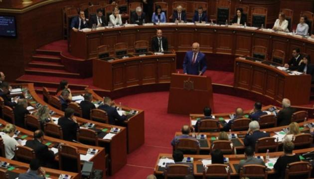 Из-за запрета собраний в Албании остановили сессию парламента и избирательную кампанию