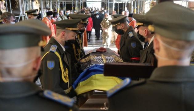リヴィウ市にて東部で死亡した軍人告別式開催