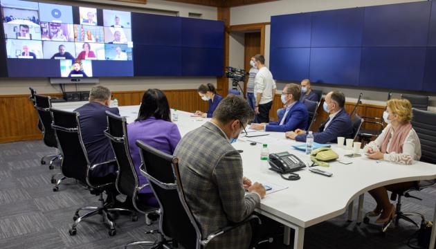 Telekonferenz mit Botschaftern: Selenskyj präsentiert Wege aus Verfassungskrise