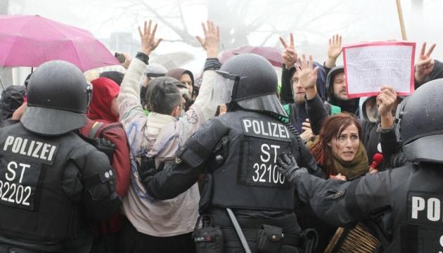 Антиковідний закон у ФРН: Наступ на права чи захист людей?