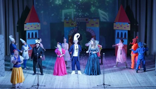 В Житомирской филармонии впервые показали детский спектакль с сурдопереводом