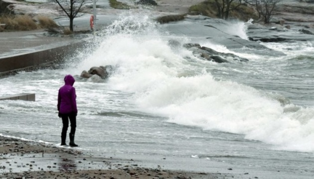В Финляндии из-за урагана остались без света тысячи домов