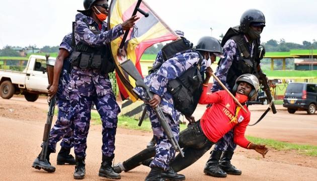 Число жертв уличных беспорядков в Уганде возросло до 16