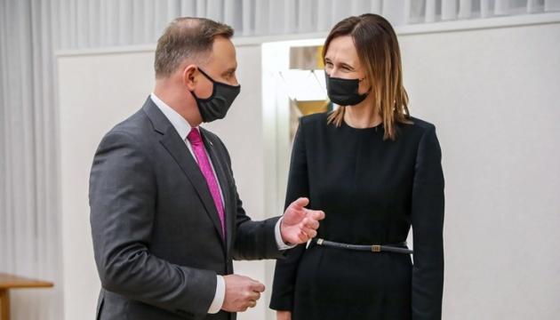 Дуда не пойдет на карантин после встречи с инфицированной COVID-19 главой Сейма Литвы