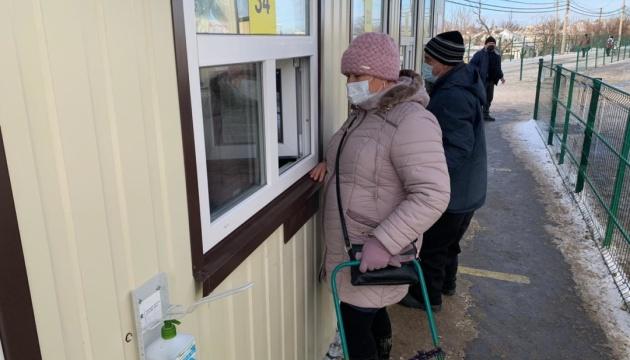 Оккупанты блокируют движение через пять КПВВ на Донбассе