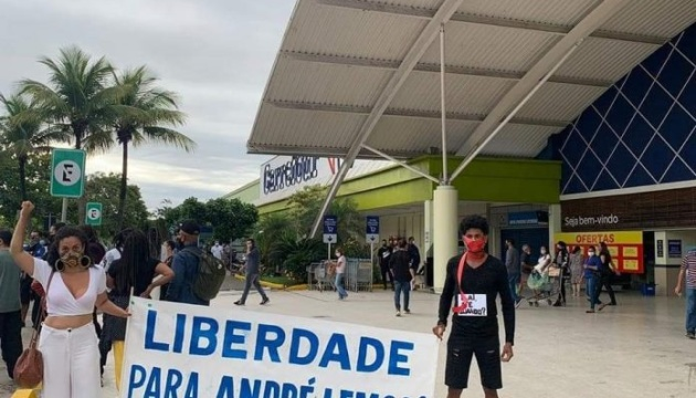 Убийство чернокожего мужчины в Бразилии вызвало волну протестов