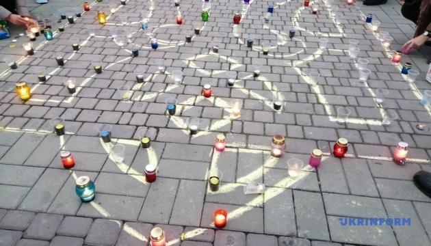 Поезія і тризуб із лампадок: у Херсоні відзначили День Гідності та Свободи