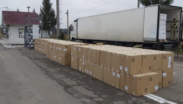 На кордоні з Білоруссю у вантажівці з оселедцями знайшли сигарет на 10 мільйонів