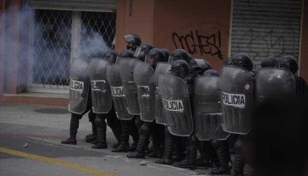 У Гватемалі спалахнули протести: тисячі людей вимагають відставки президента