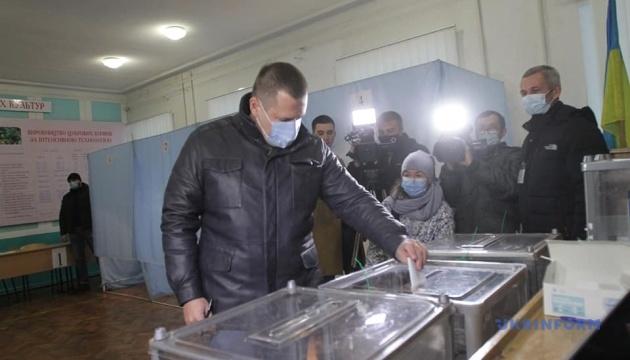 Филатов проголосовал во втором туре выборов мэра Днипра