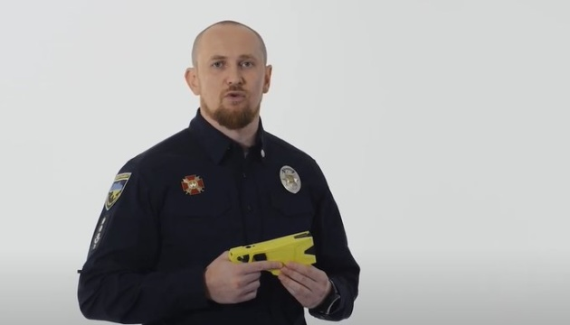 Head of Ukraine's patrol police tests stun gun on himself