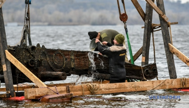 ドニプロ川からコサック時代の砲車発見