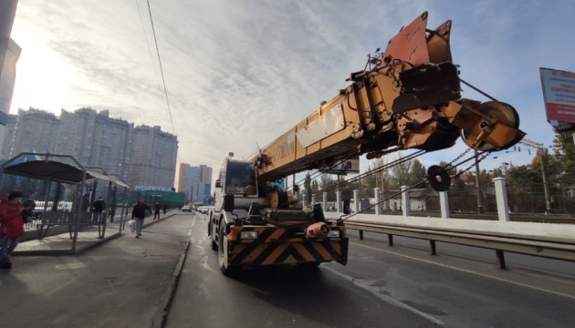В Одесі автокран зіткнувся з маршруткою, є травмовані