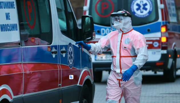 Польшу накрыла третья волна пандемии - правительство продлило карантин