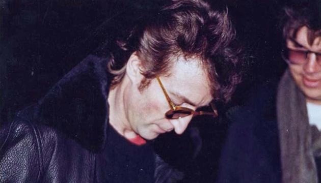 На аукционе продадут пластинку, которую Леннон подписал своему убийце
