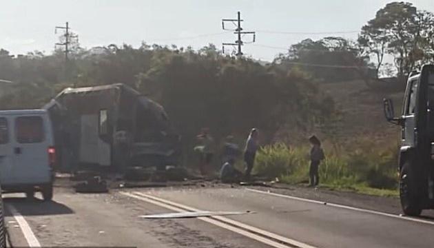 В Бразилии столкнулись автобус и грузовик, более 30 погибших
