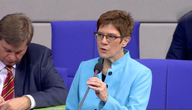 Диалог с Россией нужно вести с позиции сильного - глава Бундесвера