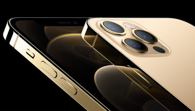 Продаж iPhone без зарядних пристроїв збереже понад 860 тисяч тонн металу -  Apple