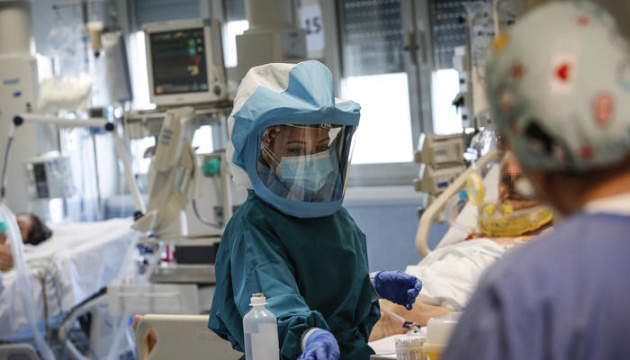 У світі виявили вже понад 80 мільйонів випадків COVID-19