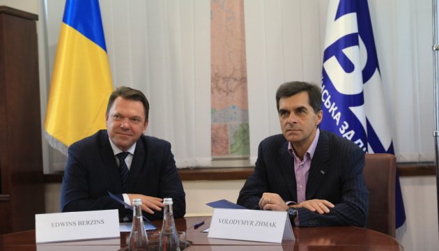 Укрзализныця и DHL будут развивать грузовые перевозки из Китая в Европу
